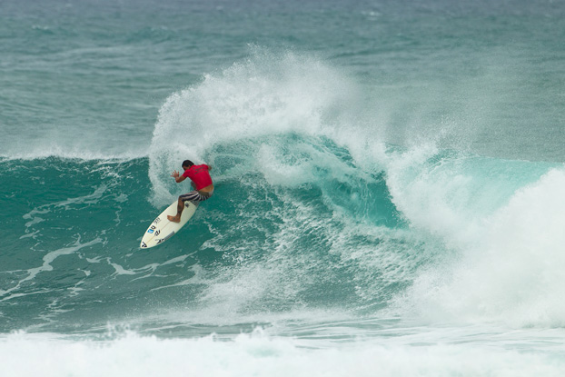 Leonardo Neves, Vans World Cup of Surfing 2011, Sunset Beach, Hawaii. Foto: © ASP / Kirstin.
