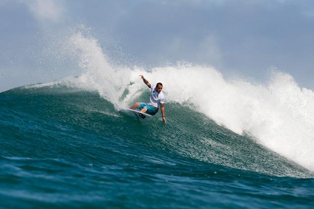 Raoni Monteiro, Vans World Cup of Surfing 2011, Sunset Beach, Hawaii. Foto: © ASP / Cestari.