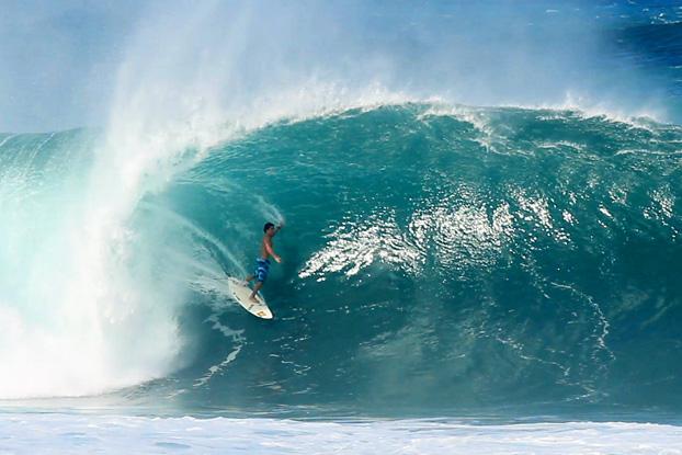 Ian Gouveia, Pipeline, North Shore, Oahu, Hawaii. Frame: Paulo Kid / Soul Collective.