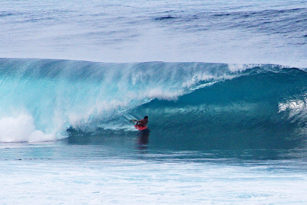Uri Valadão, IBA Pipe Challenge 2012, Pipeline, North Shore, Oahu, Hawaii. Foto: IBA / Specker.