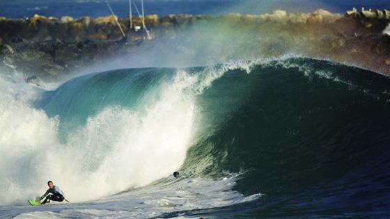 Jamie O'Brien, The Wedge, Newport Beach, Califórnia, EUA. Foto: Jimmy Wilson / Red Bull Media House.