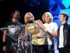 Dave Grohl, Taylor Hawkins e Chris Shiflett com a banda Chevy Metal, Premiação Billabong XXL 2012, Califórnia, EUA. Foto: Michael Kahl / BillabonXXL.com.