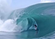Carlos Burle, Teahupoo, Tahiti. Foto: © Brian Bielmann / Red Bull Content Pool.