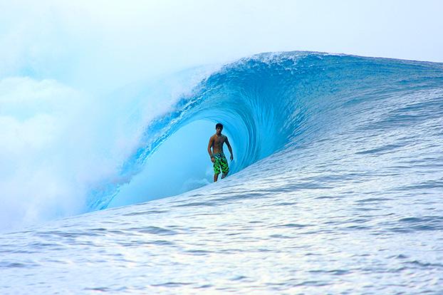 Ricardo dos Santos, Teahupoo, Tahiti. Foto: Aleko Stergiou.